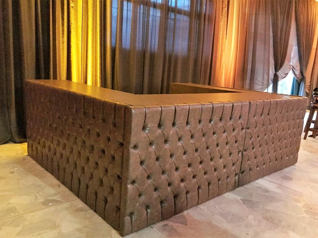 Bar em Capitonê Marrom - Formato U